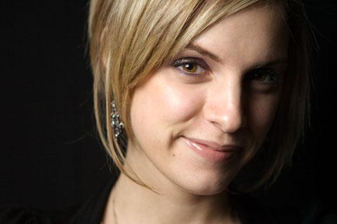 Julie face