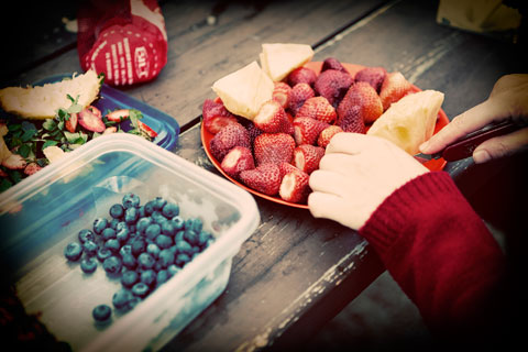 Thumbnail: Cutting fruit