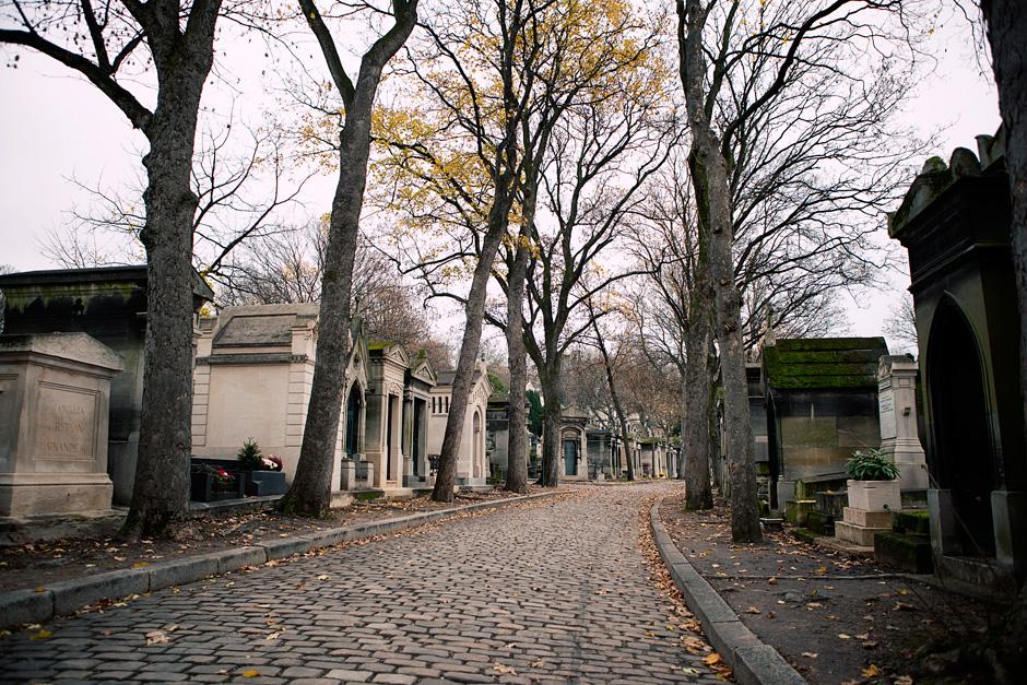 Pere Lachaise Cemetery road 2