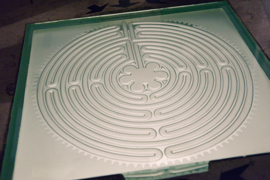 Chartres labyrinth model