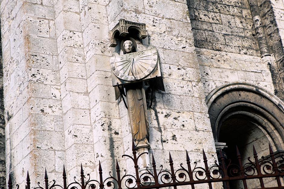 sundial statue
