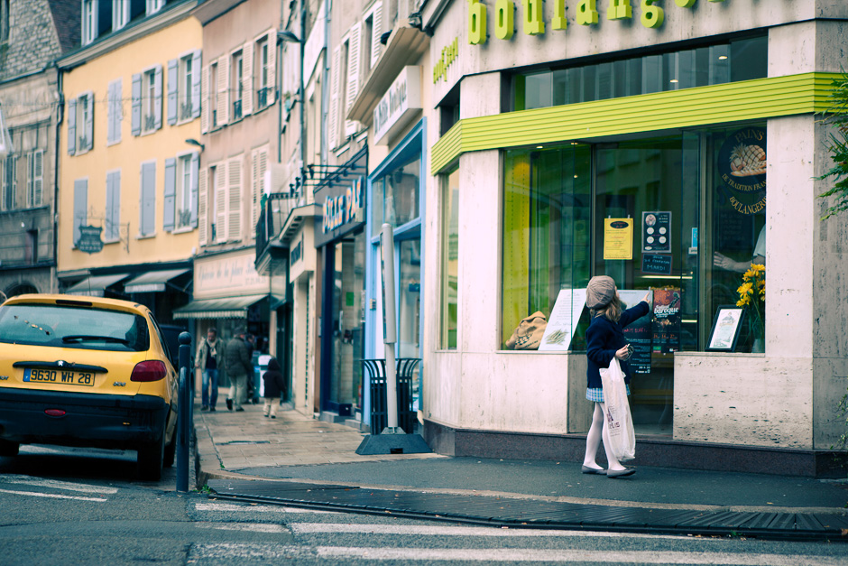 girl buying bread