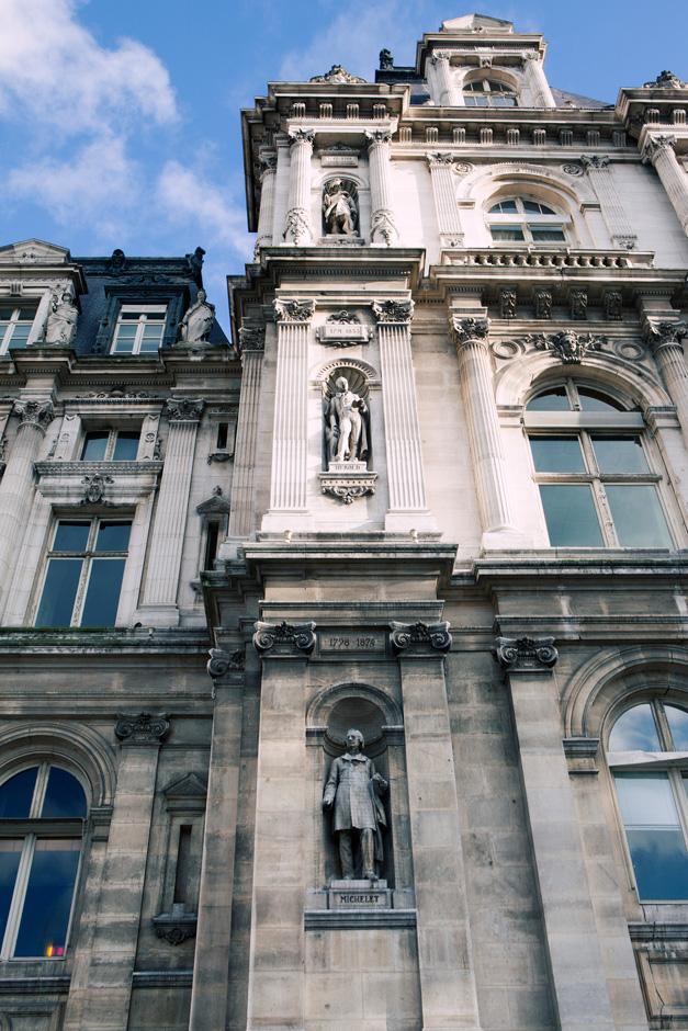 Hotel de Ville statues