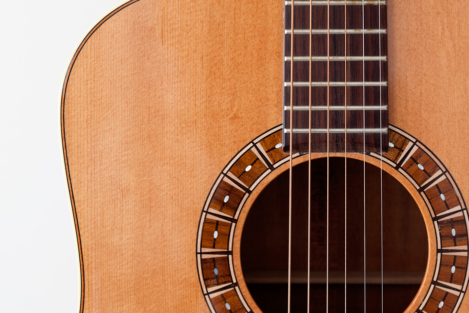 Takamine F370SS: guitar front detail